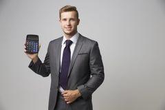 Pracowniany portret księgowy Używa kalkulatora Zdjęcia Royalty Free
