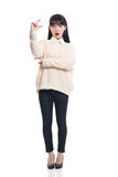 Pracowniany portret lata dwudzieste Azjatycka kobieta szczęśliwie ma kartę Obraz Stock