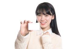 Pracowniany portret lata dwudzieste Azjatycka kobieta szczęśliwie ma kartę Obrazy Stock