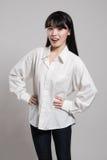 Pracowniany portret lata dwudzieste Azjatycka kobieta w dostojnym i szczęśliwym uśmiechu Zdjęcie Royalty Free