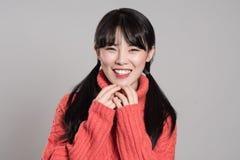 Pracowniany portret lata dwudzieste Azjatycka kobieta wyraża szczęście w różnorodnych akcjach Obrazy Royalty Free