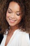 Pracowniany portret Piękna kobieta Przeciw Czarnemu tłu Obrazy Royalty Free