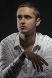 Zmysłowego młodego człowieka przyglądający up Zdjęcia Stock