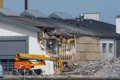 Pracownicy budowlani robi naprawom na bibliotece w Vordingborg zdjęcia royalty free