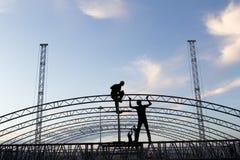 Pracownicy buiding budowę Obrazy Stock