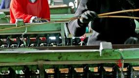 Pracownicy i produkcj maszyny funkcjonujące zbiory