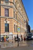 Pracownicy uzupełniają odświeżanie hotel Lotte i byli Zdjęcia Stock