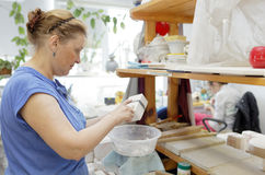 Pracownicy w Cesarskim porcelany manufactory, St Petersburg, Rosja Obraz Stock