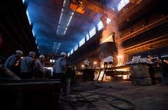 Pracownicy w stalowej fabryce Fotografia Stock
