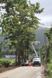 Pracownicy wznawiają elektryczną władzę blisko Palmer, Puerto Rico po Huraganowego Maria Obrazy Stock