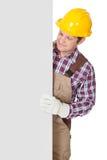 Pracownik budowlany przedstawia pustego sztandar Obraz Stock