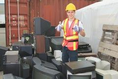 Pracownik który dalej przetwarza centrum przetwarzający rzecz Fotografia Stock