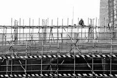 Pracownik na szafocie dla budowy drapacz chmur Zdjęcia Royalty Free