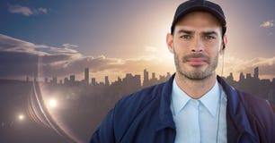 Pracownik ochrony przeciw linii horyzontu z zmierzchem Obrazy Royalty Free