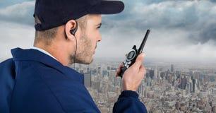 Pracownik ochrony przeciw z nakrętki, walkie talkie i Fotografia Stock