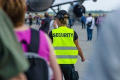 Pracownik ochrony przy lotniskiem Obrazy Stock