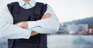 Pracownik ochrony sekci w połowie ręki składali przeciw rozmytej linii horyzontu Obraz Royalty Free