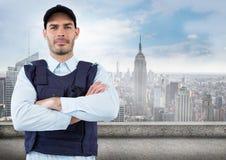 Pracownik ochrony z rękami składać przeciw linii horyzontu Obrazy Royalty Free