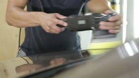 Pracownik polerownicza czapeczka samochód zbiory wideo