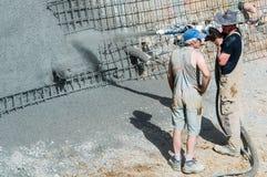 Pracownik pompuje beton Zdjęcie Stock