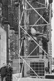 Pracownik przy cologne katedrą fotografia stock