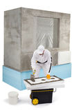 Pracownik rozprzestrzenia kit na izolacja panelu Fotografia Stock
