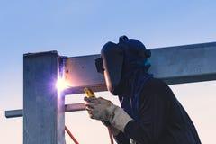 Pracownik spawalnicze części stell budowa Fotografia Royalty Free