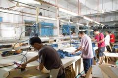 Pracownik w chińskiej szaty fabryce fotografia royalty free