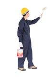 Pracownik w jednolitym używa farba rolowniku maluje niewidzialną ścianę Obrazy Stock