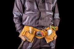 Pracownik w ochronnej odzie?y i kolbie z ajer?wk? Opi?y produkcja pracownik w miejsce pracy zdjęcia royalty free