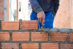 Pracownika budynku kamieniarstwa dom wal obraz royalty free