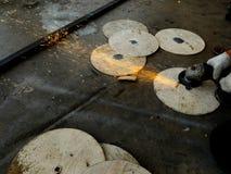 Pracownika metalu tnący talerz Obraz Stock