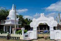 Pracownika obrazu ogrodzenie blisko buddist świątyni obraz stock