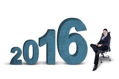 Pracownika obsiadanie na krześle z liczbami 2016 Zdjęcie Stock