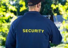 pracownika ochrony plecy przed domem Fotografia Royalty Free