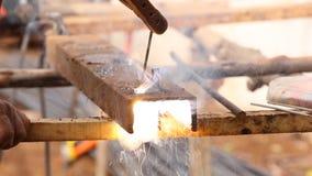 Pracownika rozcięcia dziura i świderu metal zdjęcie wideo