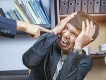 Pracownika stres przy biurem obrazy stock