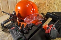 Pracownika wyposażenie kłaść na drewnianej desce Obrazy Stock