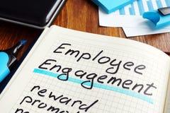 Pracownika zaręczynowy plan na książce Angażuje pracowników obraz stock