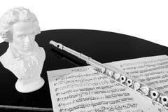 Practicando la flauta (blanco y negro) Fotos de archivo