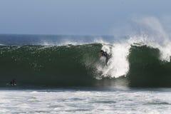 Practicando surf en Abreojos, Baja, México Fotos de archivo libres de regalías