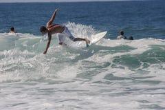 Practicando surf en Florianopolis - Santa Catarina, el Brasil Fotografía de archivo
