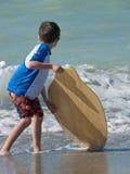 Practicar los movimientos de la playa Foto de archivo