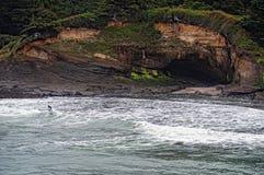 Practicar surf el agua blanca Imágenes de archivo libres de regalías