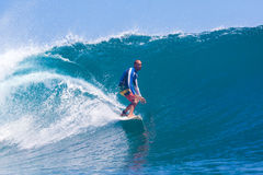 Practicar surf una resaca Area.Indonesia de Wave.GLand. Fotos de archivo