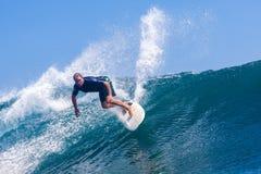 Practicar surf una resaca Area.Indonesia de Wave.GLand. Imagen de archivo