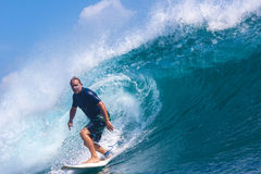 Practicar surf una resaca Area.Indonesia de Wave.GLand. Imagenes de archivo