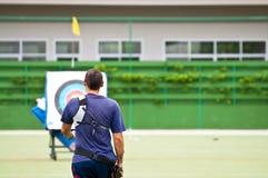 Practique el tiro al arco, deporte de las personas nacionales tailandesas Foto de archivo libre de regalías