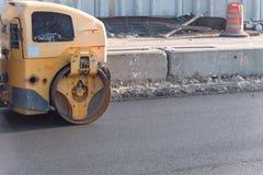 Pracująca przejażdżka na rolownika asfaltu compactor Zdjęcie Royalty Free