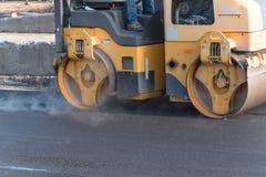Pracująca przejażdżka na rolownika asfaltu compactor Obrazy Royalty Free